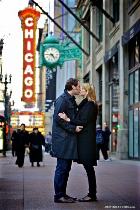 chicago-theater-engagement-photos