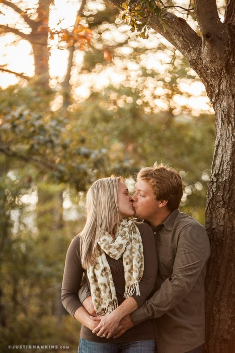 engagement-photos-in-the-woods-01