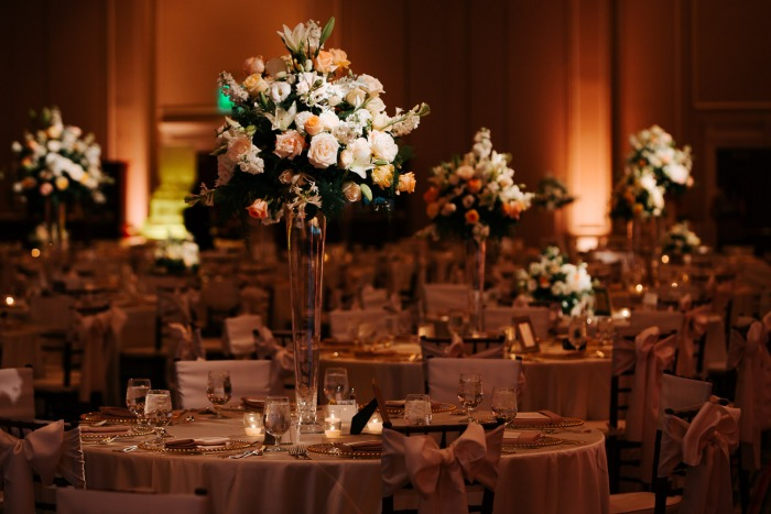 elegant-pedestal-wedding-centerpieces-flowers